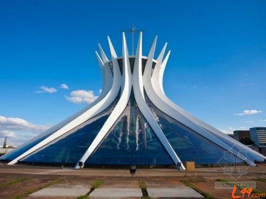 扎哈•哈迪德设计的德国维特拉消防站,是其职业生涯里得以实现